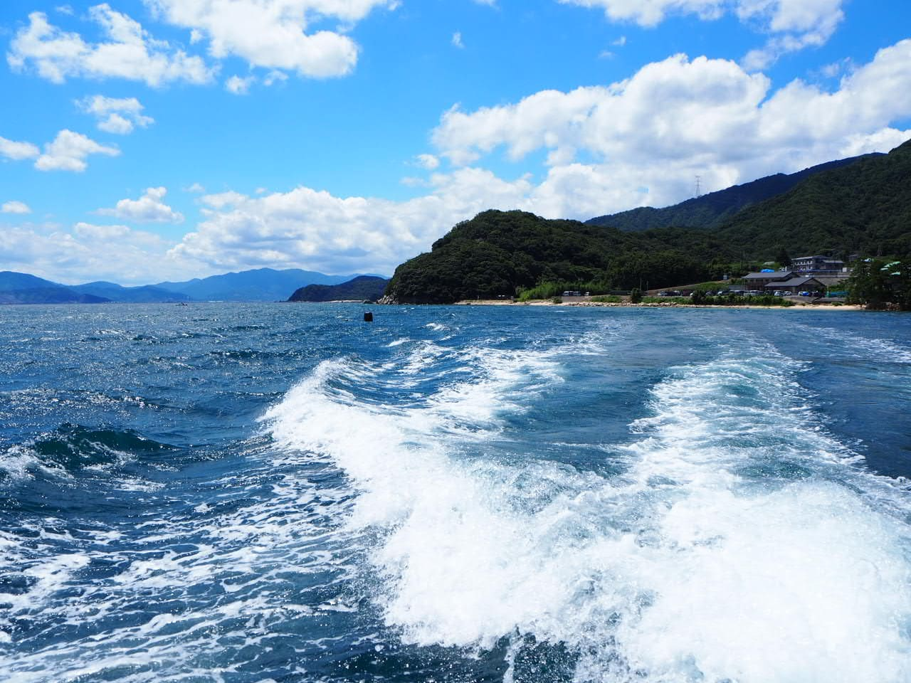 水島に向かう船の上
