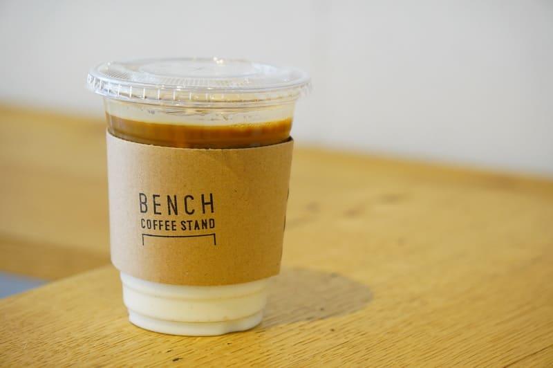 ベンチコーヒースタンドのカフェラテ