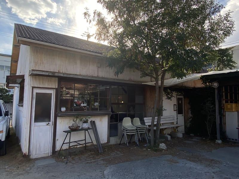 喫茶hirayaの入り口